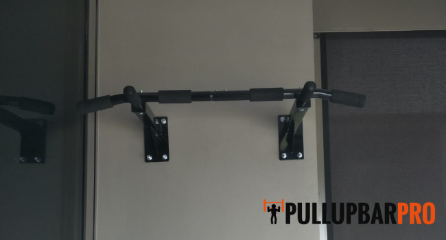 wall-mounted-pull-up-bar-installation-pull-up-bar-singapore-condo-anchorvale-2