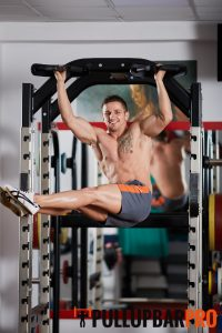 side-crunch-pull-up-exercises-pull-up-bar-singapore